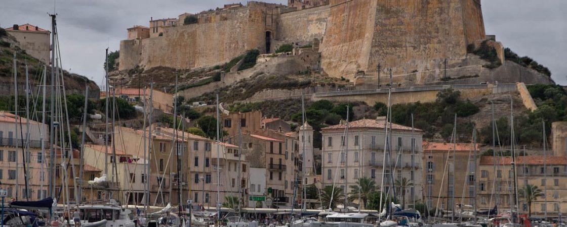 Corsica: un'isola sospesa tra passato e presente